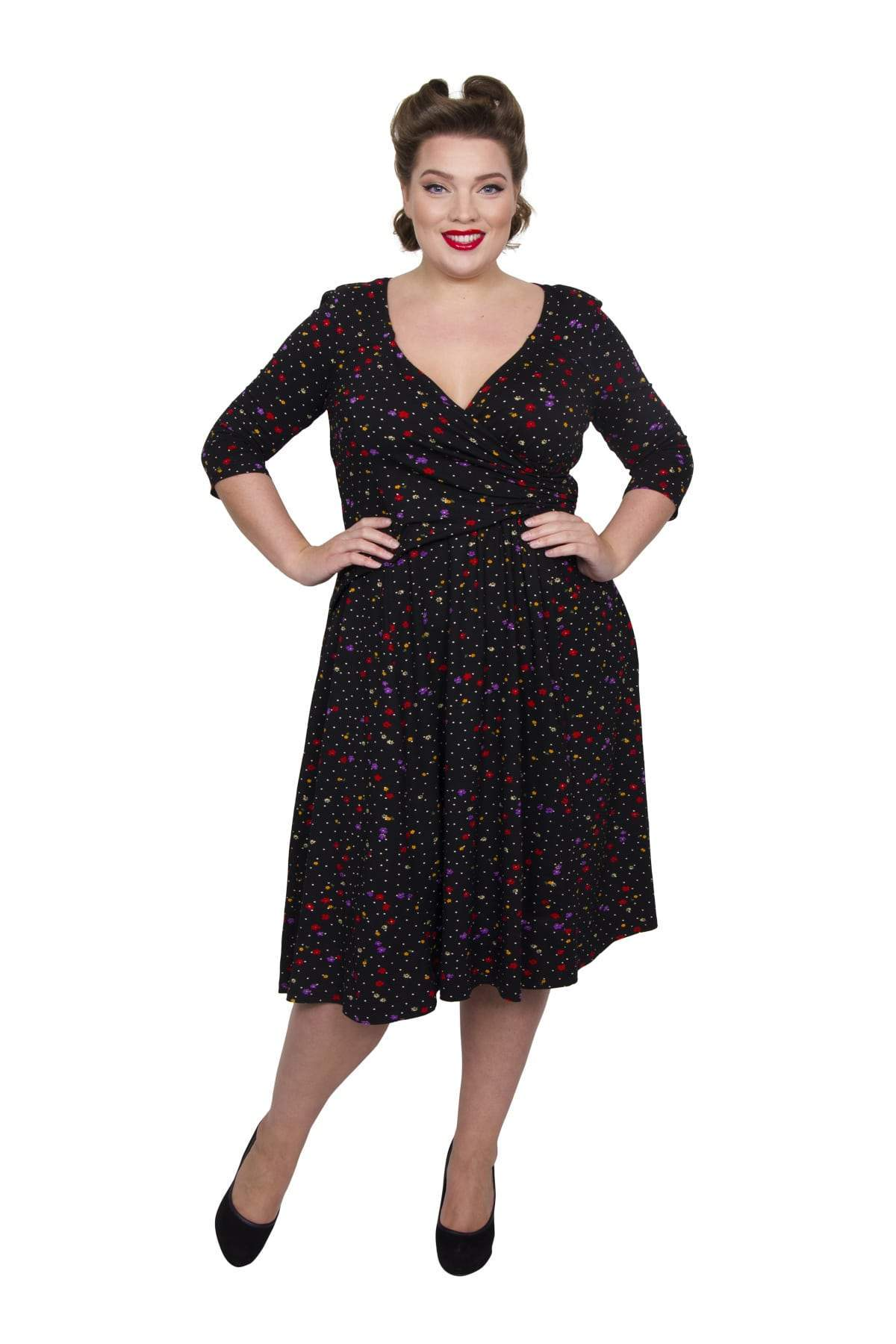 1940s Plus Size Fashion: Style Advice from 1940s to Today Ditsy Floral Wrap Jersey Dress - BLKBRGDAM  14 �60.00 AT vintagedancer.com