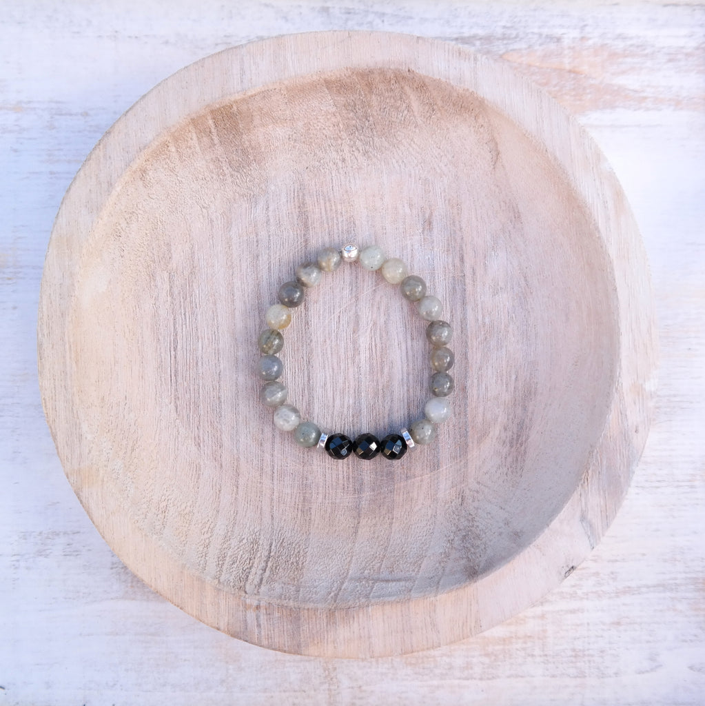 Intuition Bracelet with labradorite and Onyx