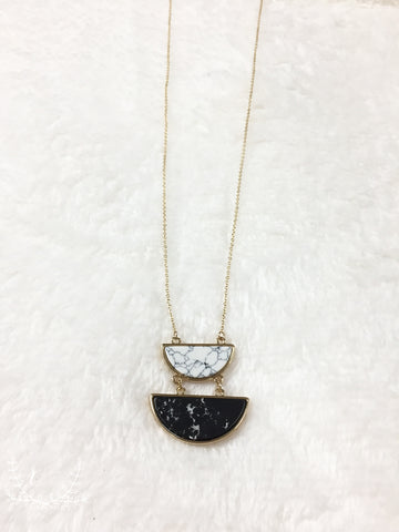 Black and White Stone Pendant Necklace Gold
