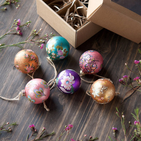 Parisian Pattern Ball Ornament Set