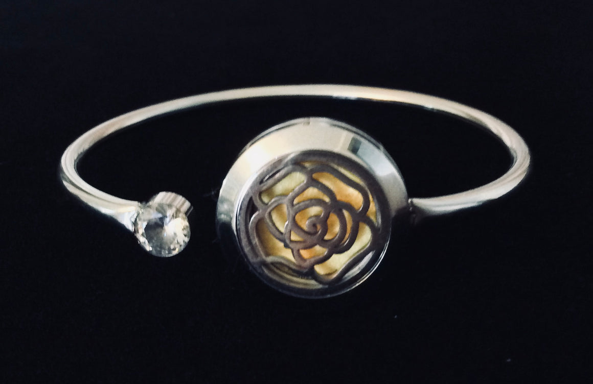 Aromatherapy Jewelry Flower Essential Oil locket Diffuser Bracelet Stainless Steel Locket Flexible