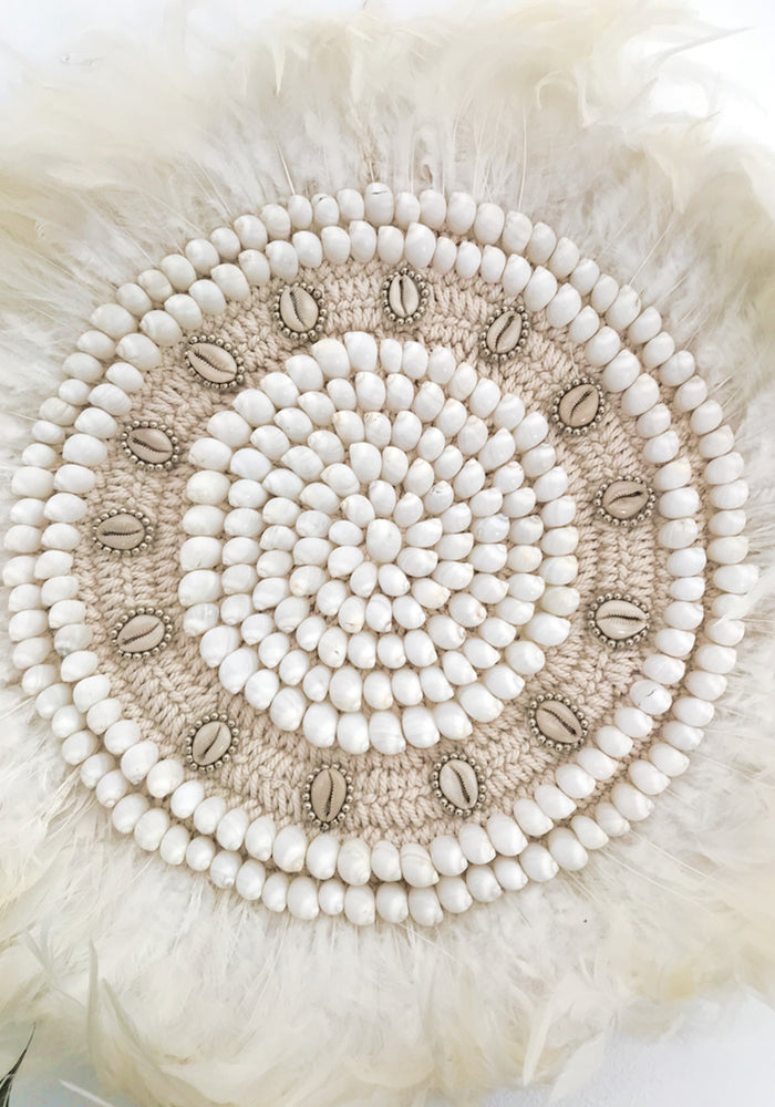 Cabo Gypsy Macrame Feather Shell Wall Hanging White