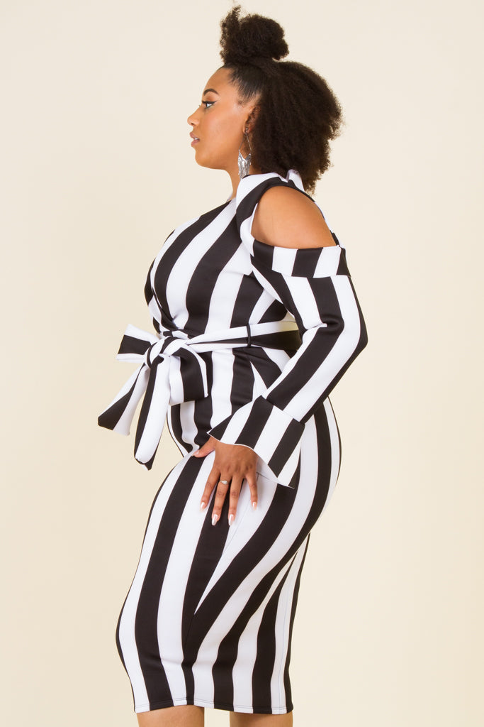 Plus Size Striped Could Shoulder Midi Dress