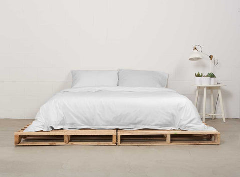 eduvet cover | starlight white | pallet bed | bedface