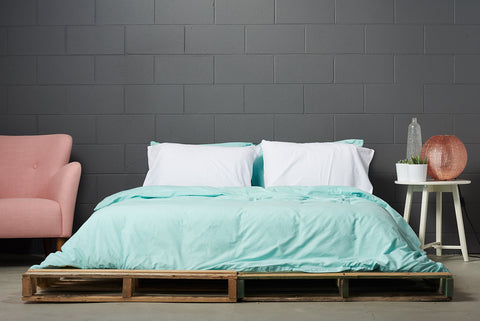 eduvet cover | mint | grey wall | bedface
