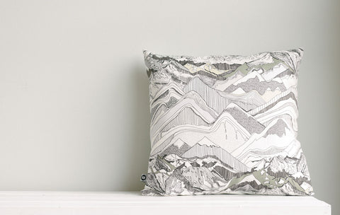 ethrow pillow | crystal | far view | bedface