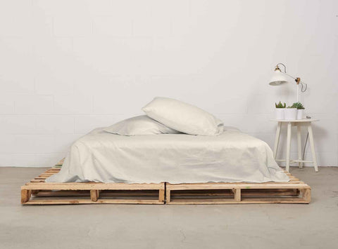 eflat sheet | natural | pallet bed | bedface