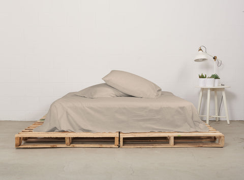 eflat sheet | café latte | pallet bed | bedface
