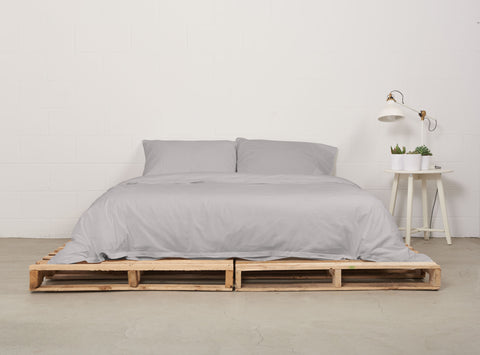 eduvet cover | feather grey | pallet bed | bedface