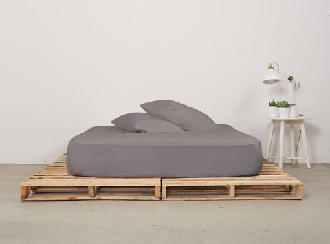 efitted sheet | storm grey | pallet bed | bedface