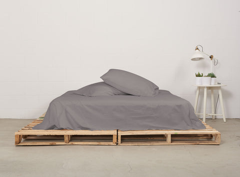 eflat sheet | storm grey | pallet bed | bedface