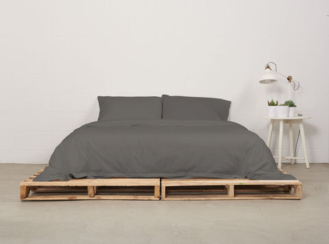 eduvet cover | moonrock grey | pallet bed | bedface