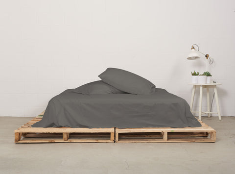 eflat sheet | moonrock grey | pallet bed | bedface