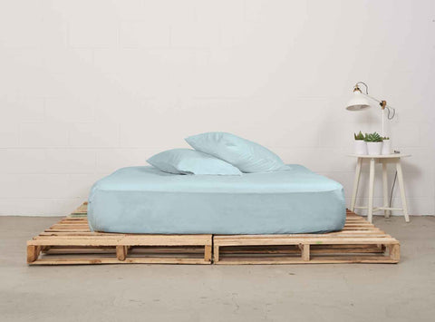 efitted sheet | ice blue | pallet bed | bedface