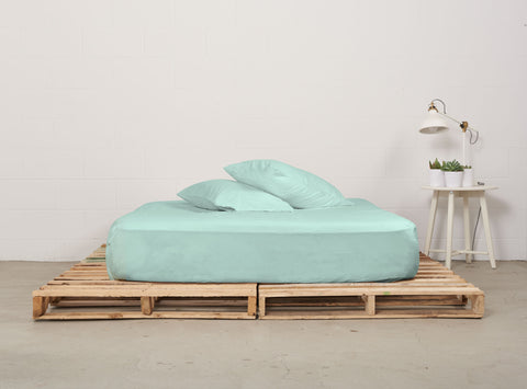 efitted sheet | mint | pallet bed | bedface