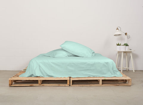eflat sheet | mint | pallet bed | bedface