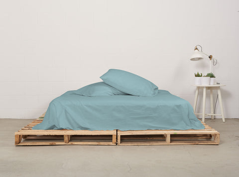 eflat sheet | seabreeze teal | pallet bed | bedface