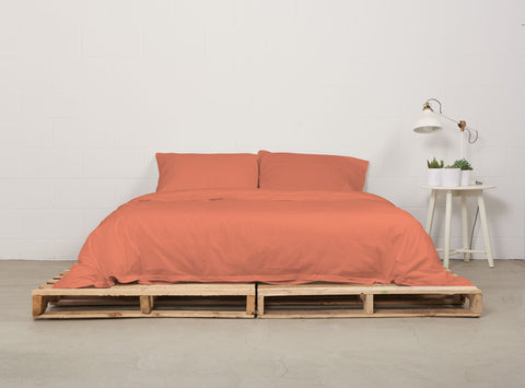 eduvet cover | sunrise coral | pallet bed | bedface