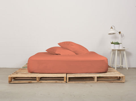 efitted sheet | sunrise coral | pallet bed | bedface