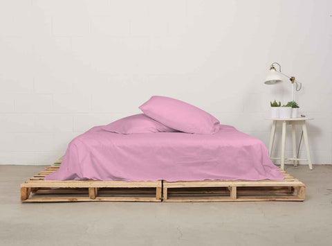 eflat sheet | powder pink | pallet bed | bedface