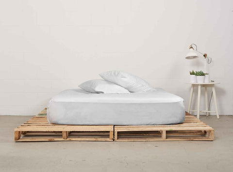efitted sheet | starlight white | pallet bed | bedface