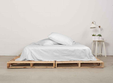 eflat sheet | starlight white | pallet bed | bedface