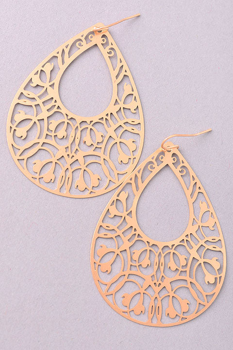 Drop Earrings with Pattern in Matte Gold - DeSarti.com