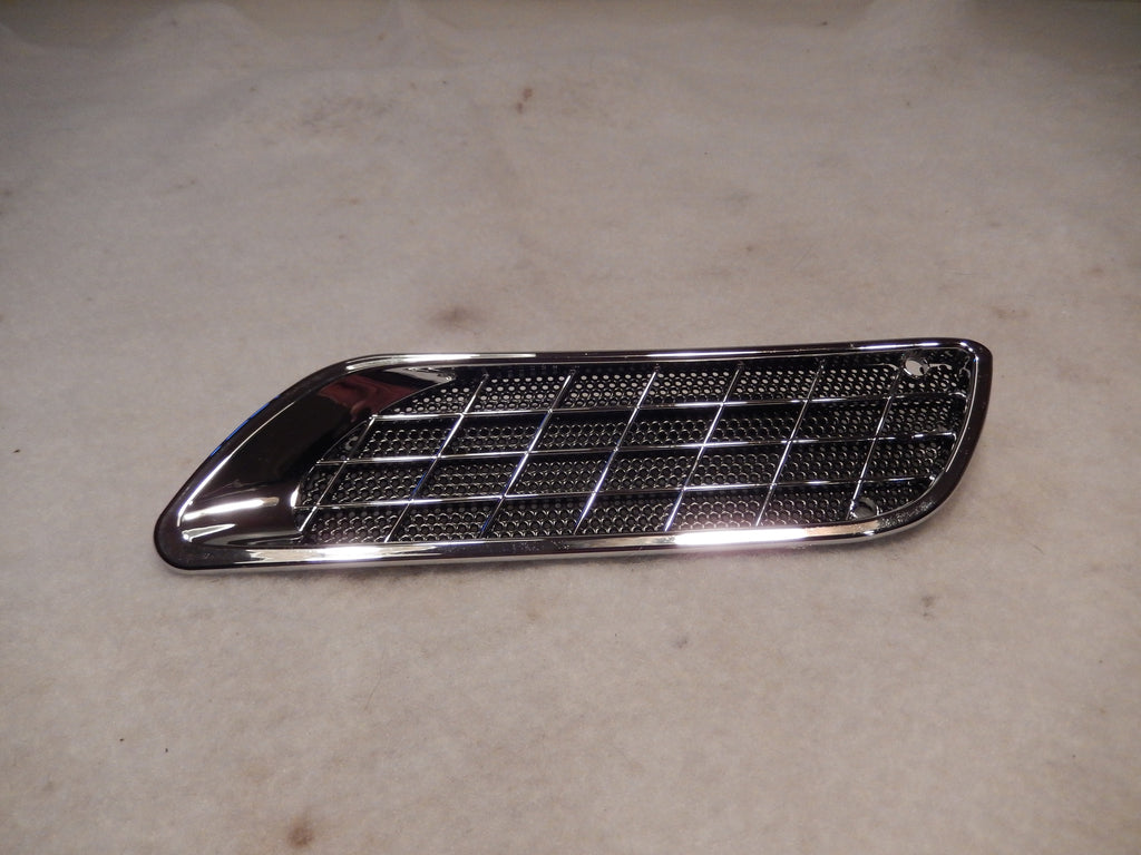 Maserati Quattroporte M-139 NOS Front Body Side Vent Assembly