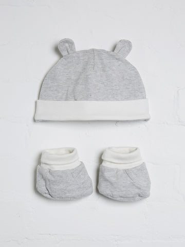 Unisex grey and white hat and boots set
