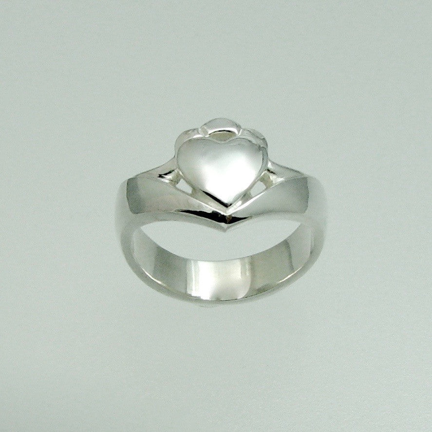 Claddagh Ring,Outlander Jewelry, Celtic Ring, Celtic Knot Ring, Celtic Designs, Celtic forms, Celtic Jewelry, Celtic Torc, Celtic Torque, Celtic Designs, Celtic Jewelery, Celtic Wedding Ring, Celtic Trinity Knot, Celtic Symbols, Celtic Crosses, Celtic Waterhorse, Celtic Pendants, Celtic Necklaces