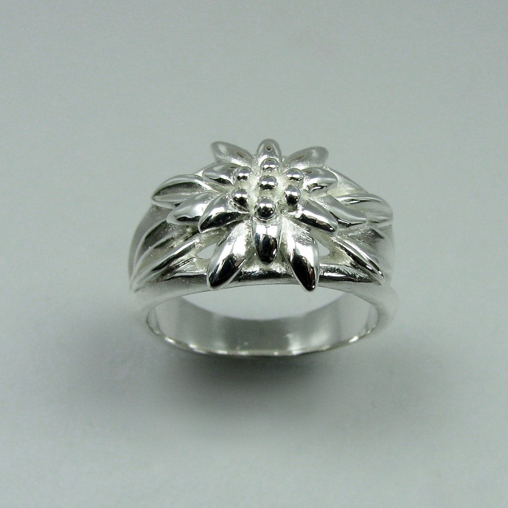 Edelweiss Alpenblume Ring, Edelweiss Ring, Alpenblume, Edelweiss Jewelry, Edelweiss Jewelery, Edelweiss Ring, Edelweiss Pendant, Edelweiss Necklace, Edelweiss Bavarian Jewelry, Edelweiss Flower, Edelweiss German Jewelry, Edelweiss Alpine Flower, Alpine Flower, Bavarian Flower, Edelweiss Pin, Edelweiss Hat Pin