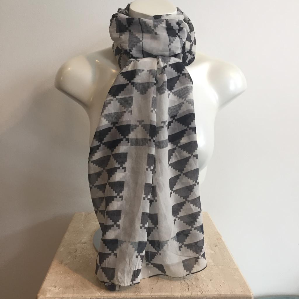 Authentic BURBERRY 100% Silk Black/White Graphic Scarf