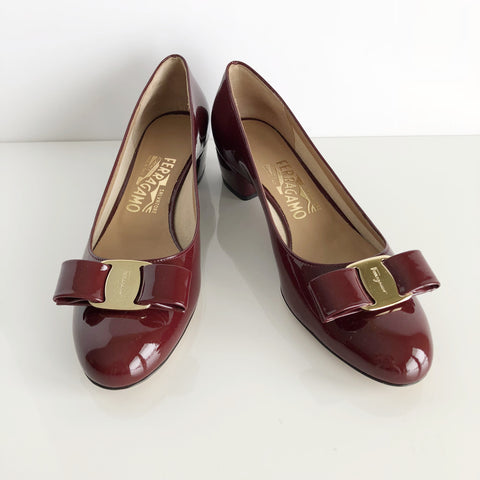 Authentic SALVATORE FERRAGAMO Vara Pump Size 6.5