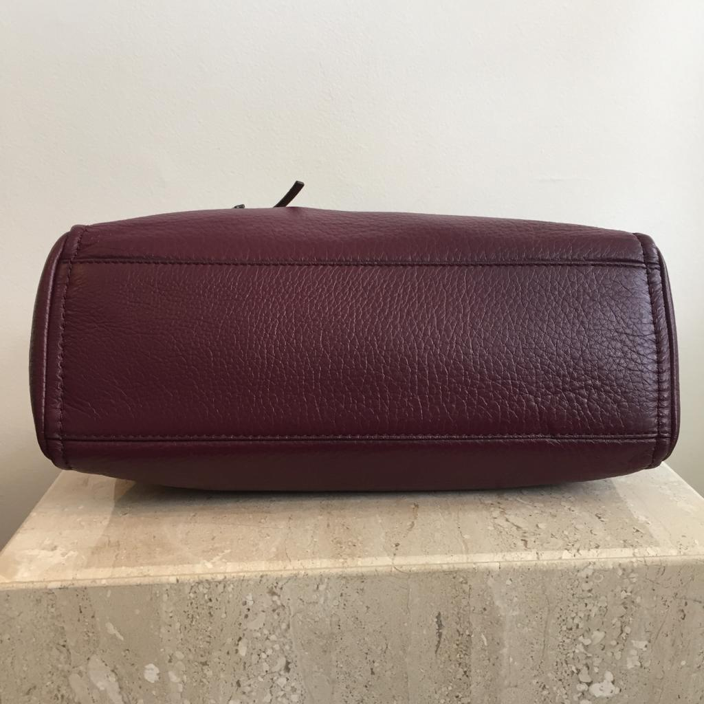 Authentic KATE SPADE Burgundy Pebbled leather Hand/Shoulder Bag