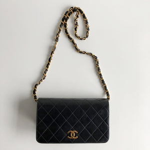 Authentic CHANEL Vintage Clutch With Chain
