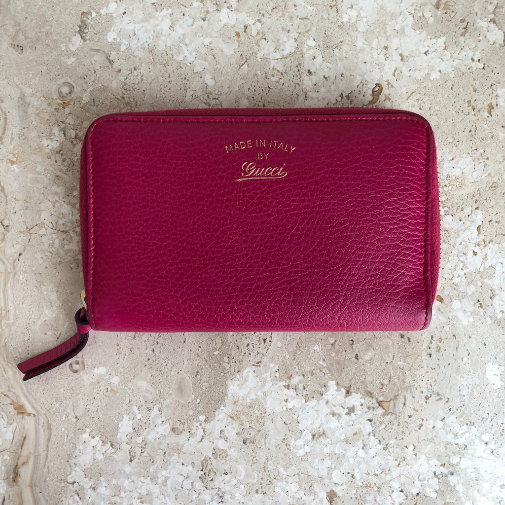 b32cc2ed6d63fd Authentic GUCCI Swing Wallet Hot Pink