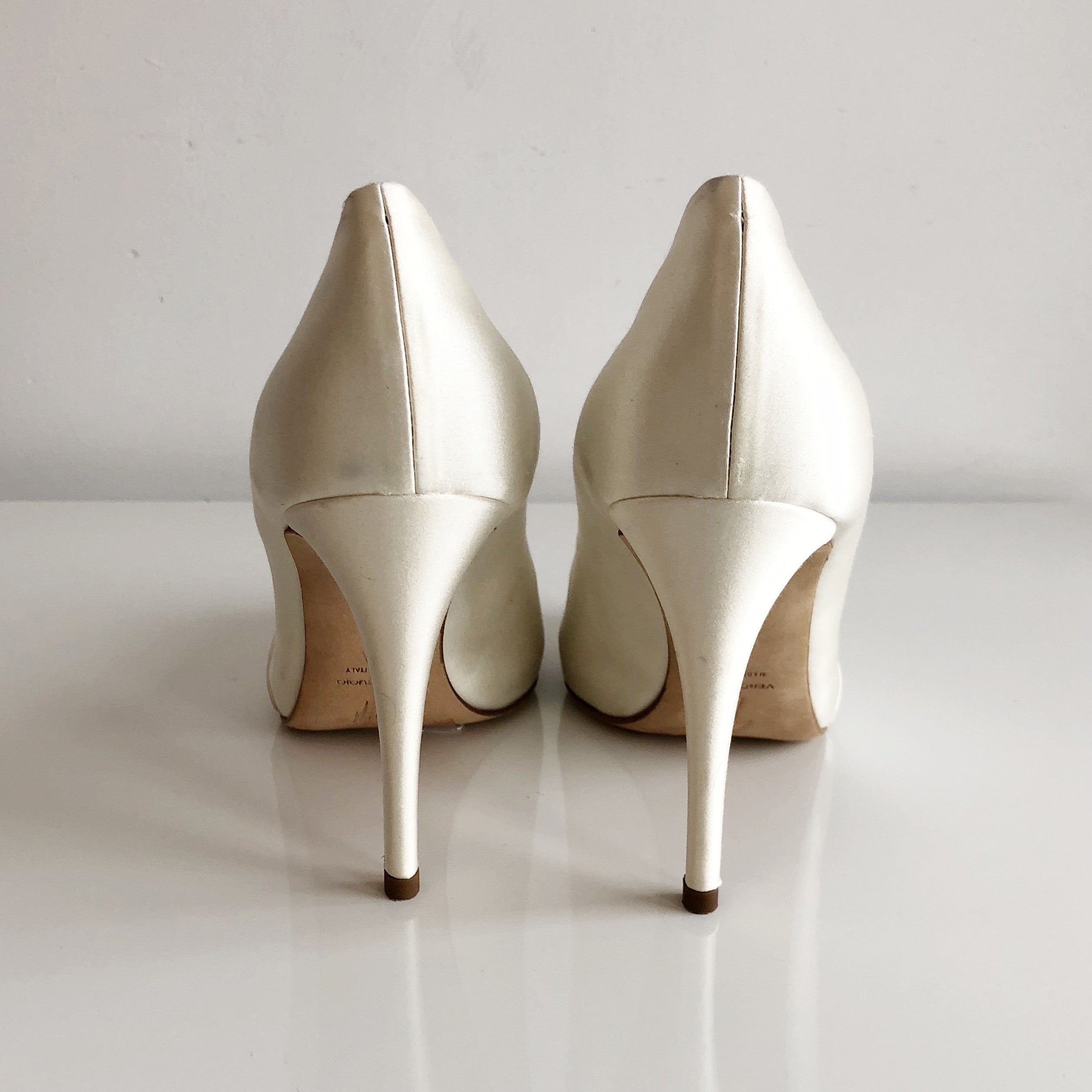 Authentic GIUSSEPPE ZANOTTI Ivory Satin Pumps Size 6