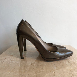 Authentic PRADA Patent Pumps 35.5