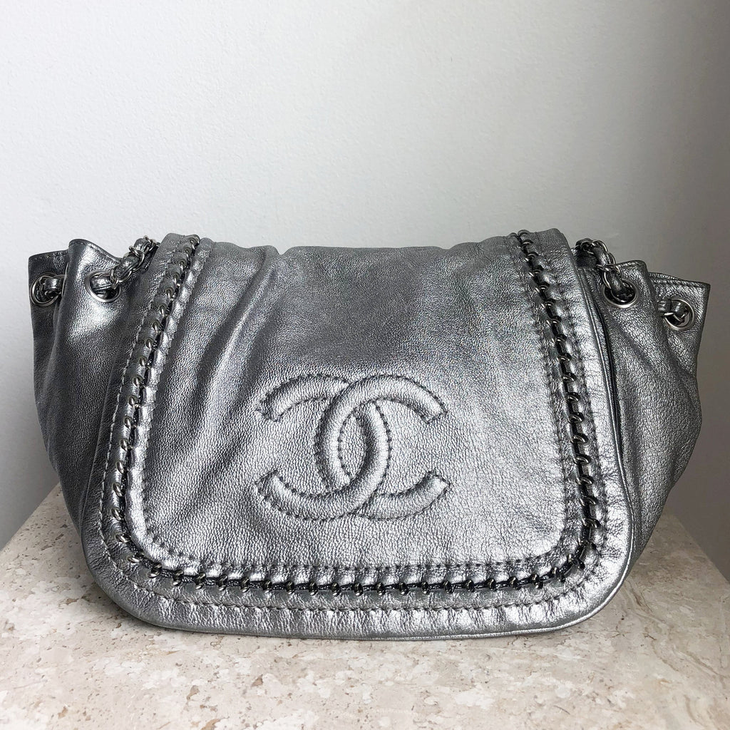 c1637fb6d558 Authentic CHANEL Luxe Ligne Flap Bag