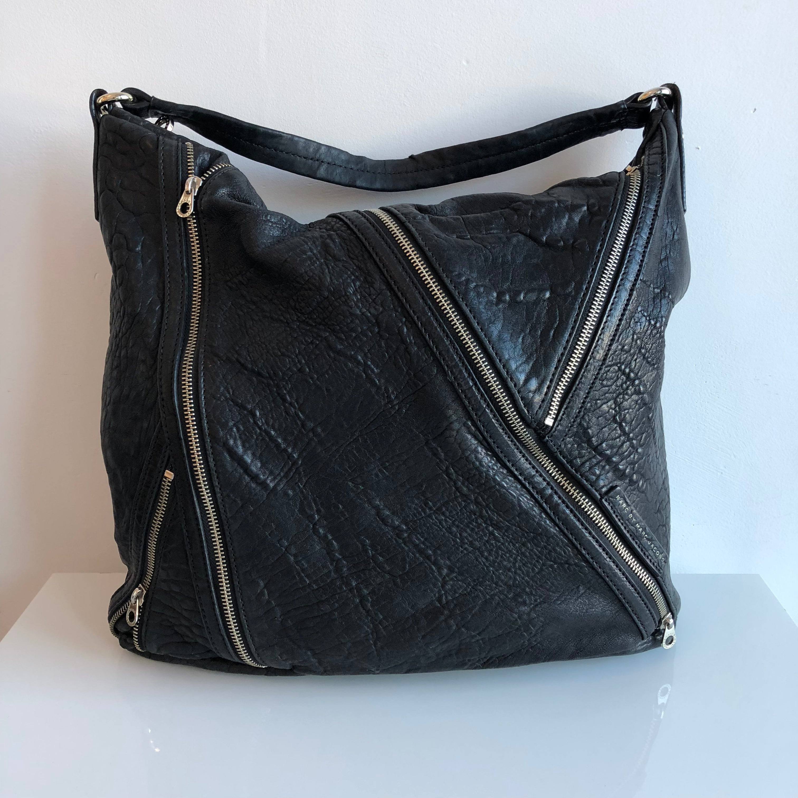 Authentic MARC BY MARC JACOBS Black Zippy Tote