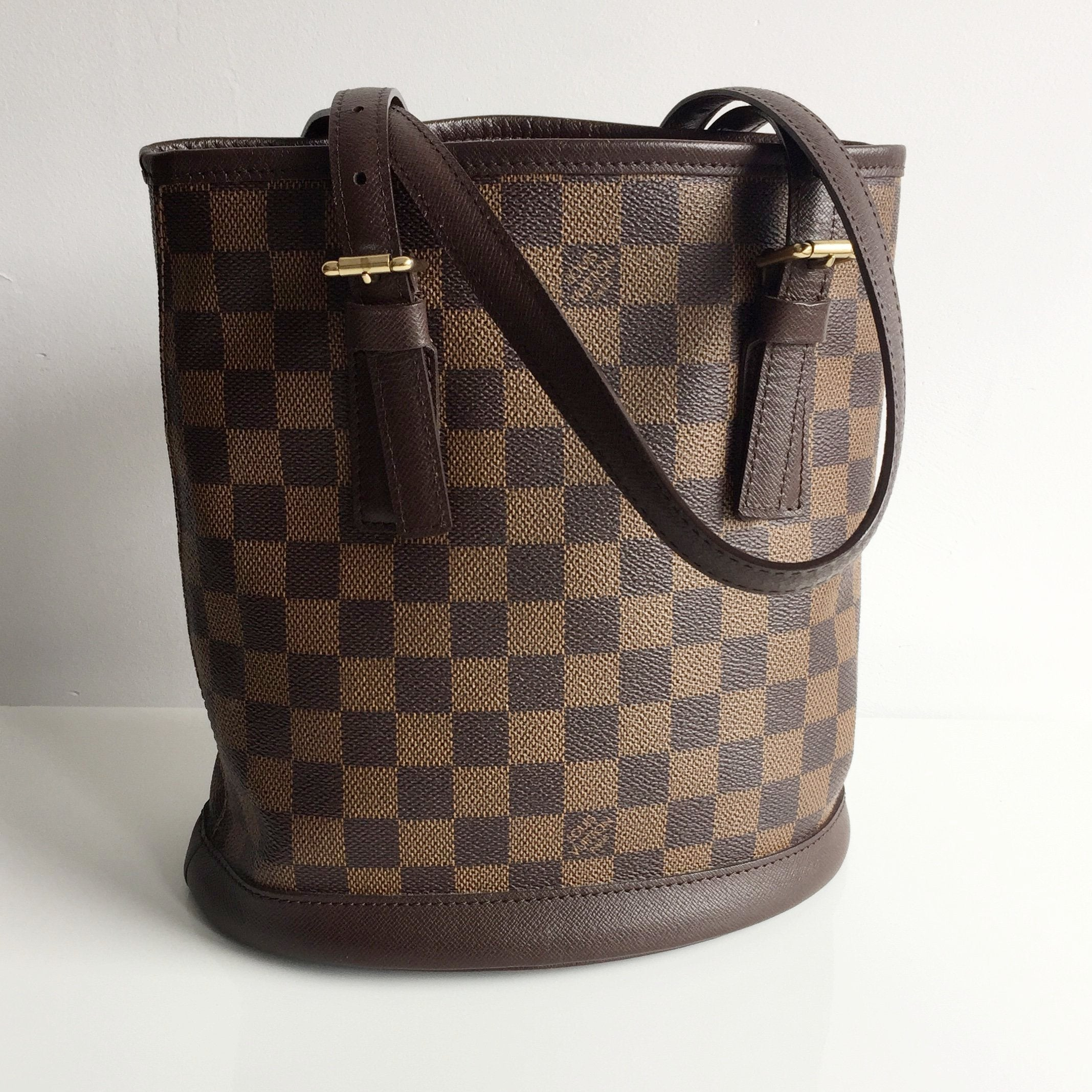 d358b85c2729 Authentic LOUIS VUITTON Damier Ebene Marais Bucket Bag – Valamode