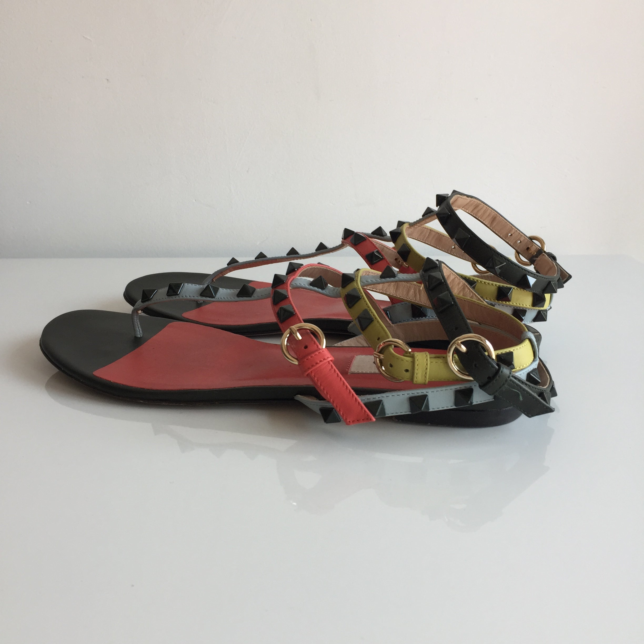 Authentic VALENTINO Rockstud Thongs Flat Sandals Size 9