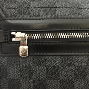Authentic LOUIS VUITTON Daniel MM Graphite Messenger