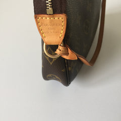 Authentic LOUIS VUITTON Monogram Pochette