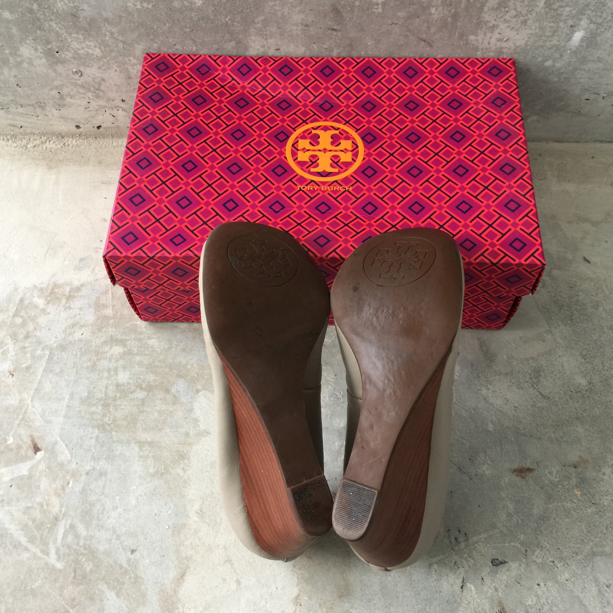 Authentic TORY BURCH Wedges Size 5