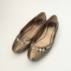 Authentic BURBERRY Ballet Size 39 (fits like an 8.5)
