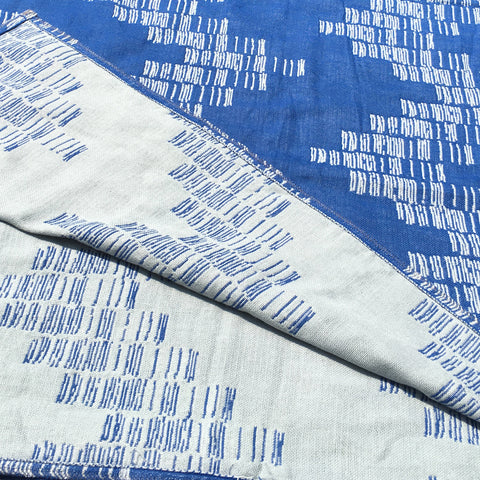 Blue 'Shoreline' Cotton Muslin Throw Blanket in Jacquard Weave Reversible