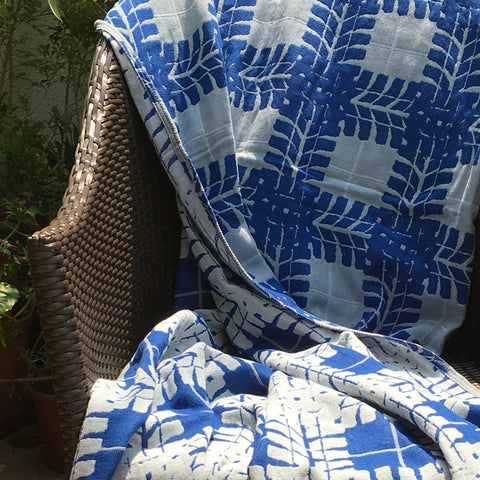 Blue Man Cave Cotton Muslin Throw Blanket in Jacquard Weave 1