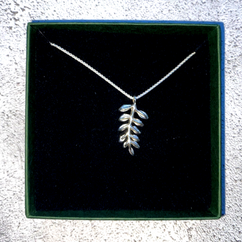Leaves necklace silver