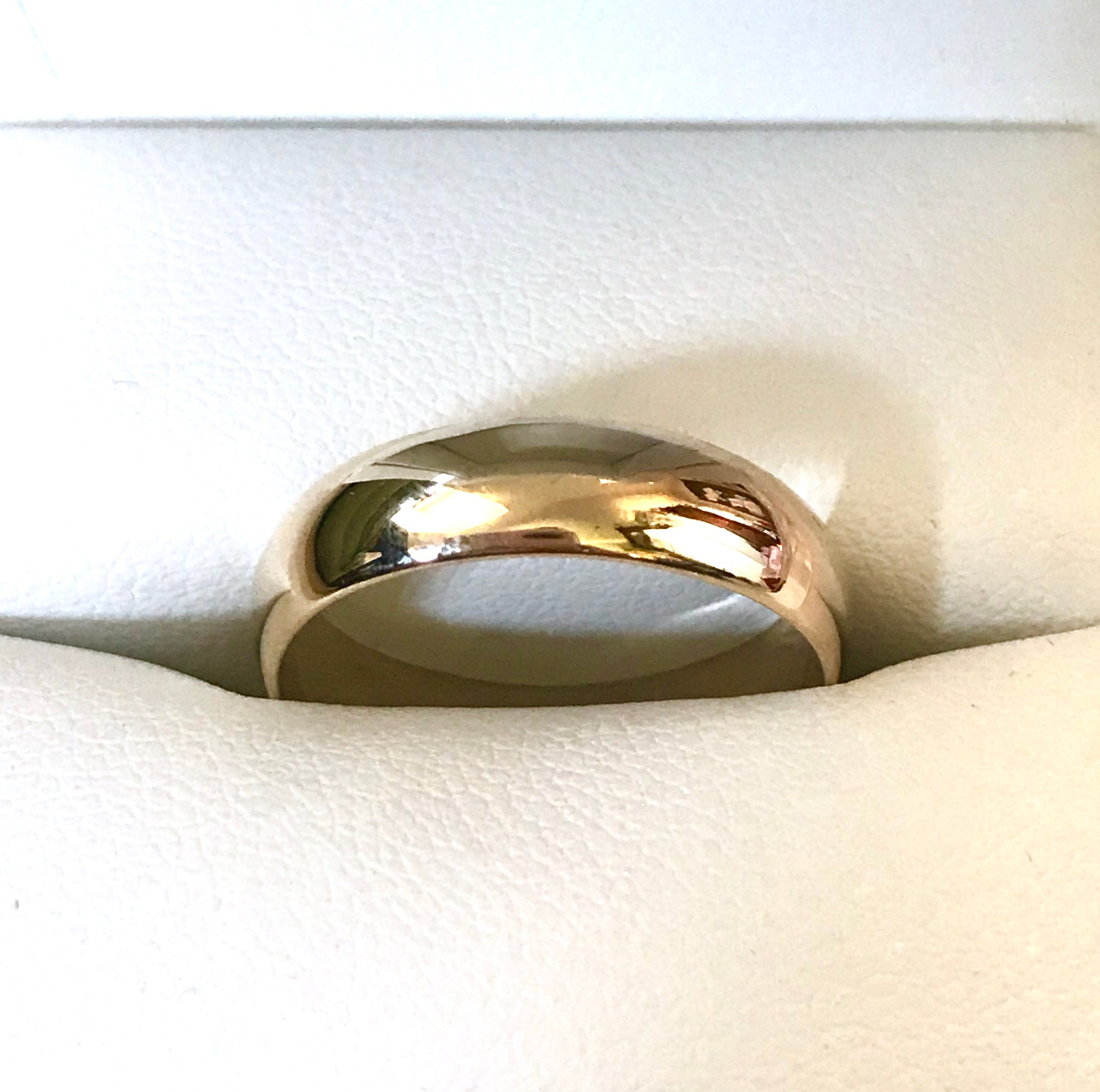 Handmade yellow gold wedding ring
